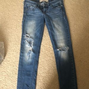 Hollister ripped jeans 24